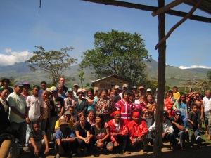 Circa 100 PADATA-Mitglieder empfingen uns in ihrem Dorf.